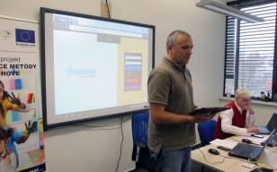 Učiteľov školíme, ako pracovať s tabletmi