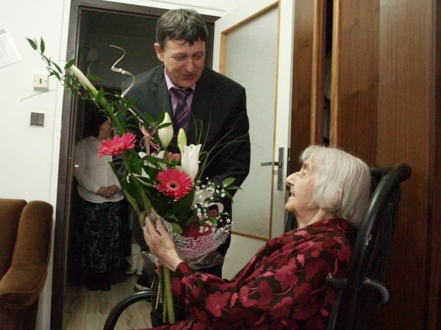 Najstaršia učiteľka na Slovensku Margita Sadloňová dnes  v Senici oslávila 104. narodeniny